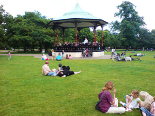 Greenwich Park Bandstand : Blue Drag